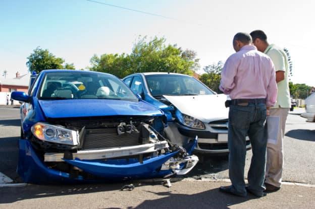 contrato al abogado de la aseguradora o a los abogados de accidentes de tráfico